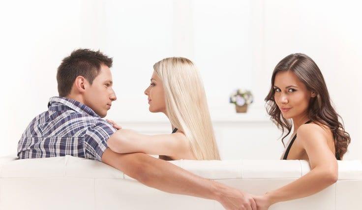 Aldatan Eşin Beraber Olduğu Üçüncü Kişiye Tazminat