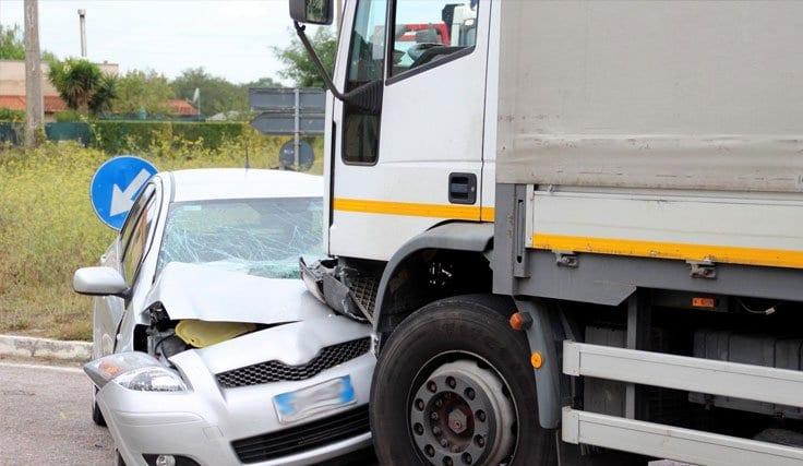 Şirket Arabasıyla Trafik Kazası