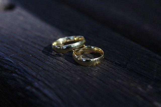 Yargıtay'dan emsal karar: Eşten tiksinmek tazminat sebebi